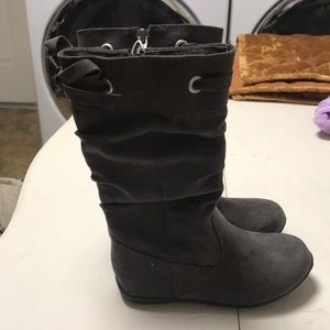 Girls brown suede boots